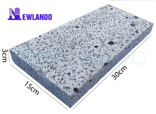 Đá ong xám lát sân vườn 15×30 MT-DO00017 hiện đang là sản phẩm được nhiều gia chủ lựa chọn cho công trình của mình nhờ vào vẻ đẹp đôc – lạ. Tại Newlando bạn có thể tìm thấy những mẫu đá ong xám đẹp với chất lượng tuyệt vời nhất!  Thông tin sản phẩm đá ong xám lát sân 15×30 MT-DO00017 Mã sản phẩm : MT-DO00017  Xuất xứ : Việt Nam  Màu săc : Xám – rỗ tổ ong  Kích thước : 15x30x3 cm ( 22.2 viên/m2)  Đá ong xám lát sân vườn 15x30 MT-DO00017  Giới thiệu về đá ong xám lát sân vườn 15×30 MT-DO00017 Ngày nay, xu hướng sử dụng các dòng vật liệu xây dựng từ thiên nhiệ thay cho những dòng vật liệu công nghiệp ngày càng phát triển. Ngày càng nhiều người yêu thích vẻ đẹp độc đáo mà đá tự nhiên mang lại cho các công trình xây dựng thay vì các dòng gạch ốp tường thông thường hay sơn tường.  Đá ong xám chính là một trong những dòng đá lát nền tường được nhiều người lựa chọn đi đầu trong trào lưu sử dụng đá thay cho gạch lát nền thông thường. Hôm nay, Newlando cũng mang đến cho các bạn mẫu đá đang được rất nhiều người sử dụng : Đá ong xám lát sân vườn 15×30 MT-DO00017.  Đá ong xám là dòng đá tự nhiên được khai thách từ dưới lòng đất của Việt Nam ta. Trải qua hàng trăm năm phong bế dưới lòng đất, trải qua sự tôi luyện của mẹ thiên nhiên đã mang đến cho chúng ta một loại đá với vẻ đẹp vô cùng độc đáo.  Đá ong xám lát sân vườn 15x30 MT-DO00017  Được gọi là đá ong xám với màu sắc và đặc trưng của dòng đá này. Đá có màu xám tự nhiên đặc biệt không thể nhầm lẫn. Bị vùi dưới lòng đất hàng trăm năm, đá hình thanh lên các bề mặt rỗ giống như tổ ong nên được đặt cho cái tên như vậy.  Trên thực tế, đá ong đã được sử dụng trong xây dựng từ rất lâu tại các vùng cao. Nhưng trước đây, đá ong chỉ được khai thác thành khối sau đó ghép lên tường lên nhà chứ không hề được gia công mài dũa. Cho đến ngày nay, khi người ta hiểu được những giá trị của dòng đá này thì chúng mới được nâng niu – chăm chuốt.  Đá ong xám sau khi khai thác thì được các bác thợ lành nghề gia công, mài dũa. Để từ những tảng đá thô